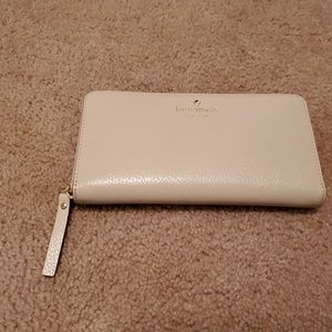 Kate Spade Zip Around Wallet in Like New Condition
